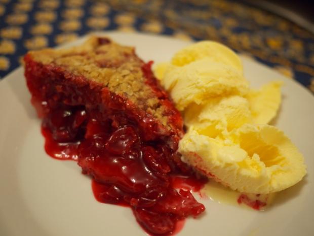 sour cherry crumble pie